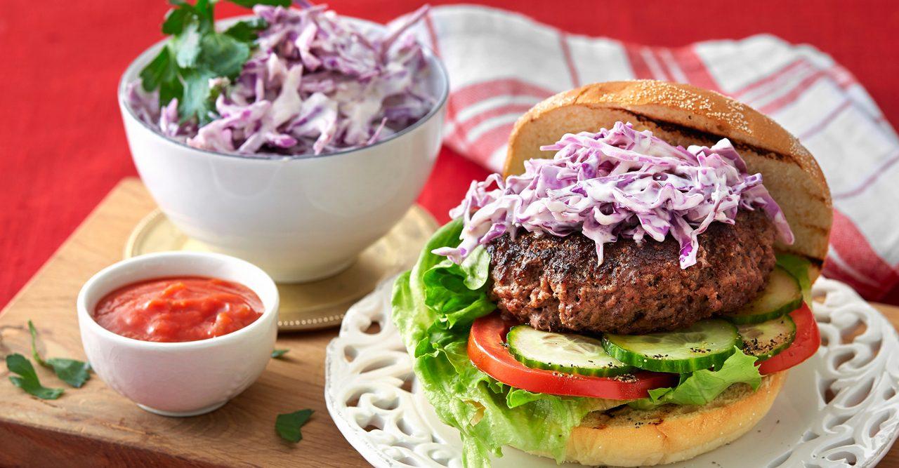 Snabblagat – hamburgare med coleslaw – recept