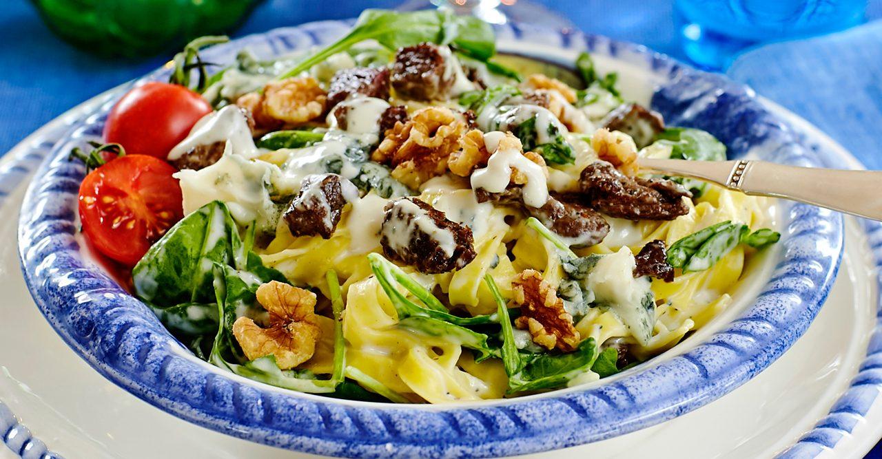 Krämig pasta med biff och gorgonzolasås – recept