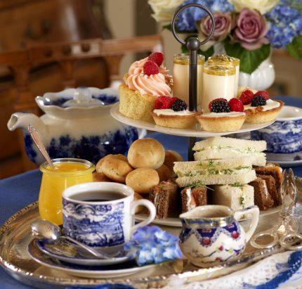 Bjud in till afternoon tea!