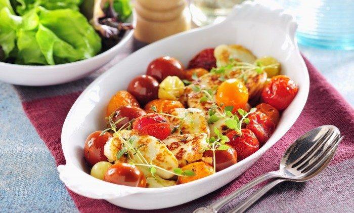 Stekt halloumi med varma tomater