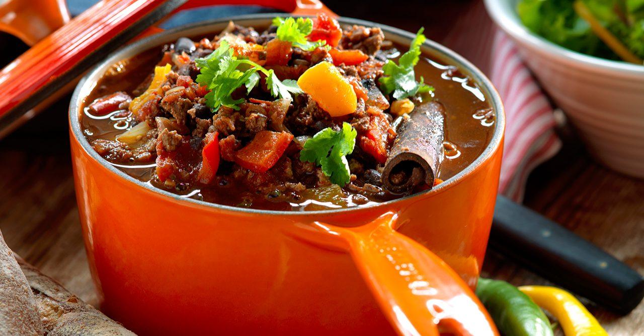 Chili con carne med koriander och bröd recept