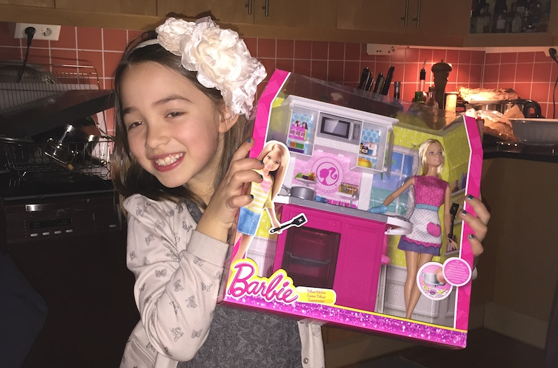 Barbiedocka med kök i födelsedagspresent