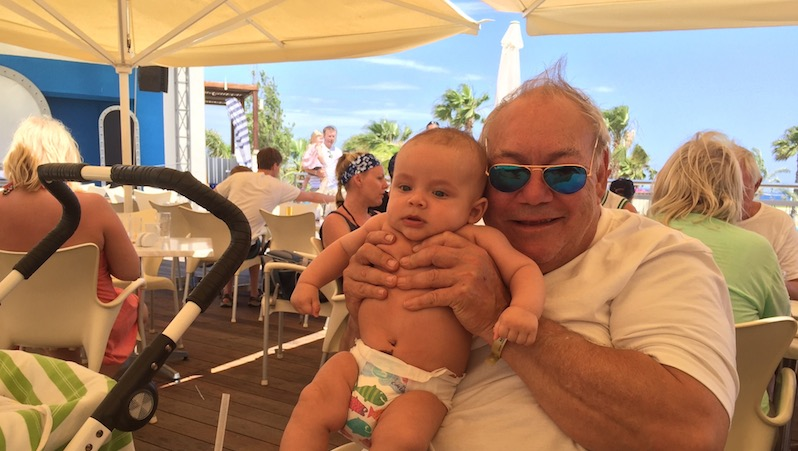 Staffan Wictorin med barnbarnet Sam