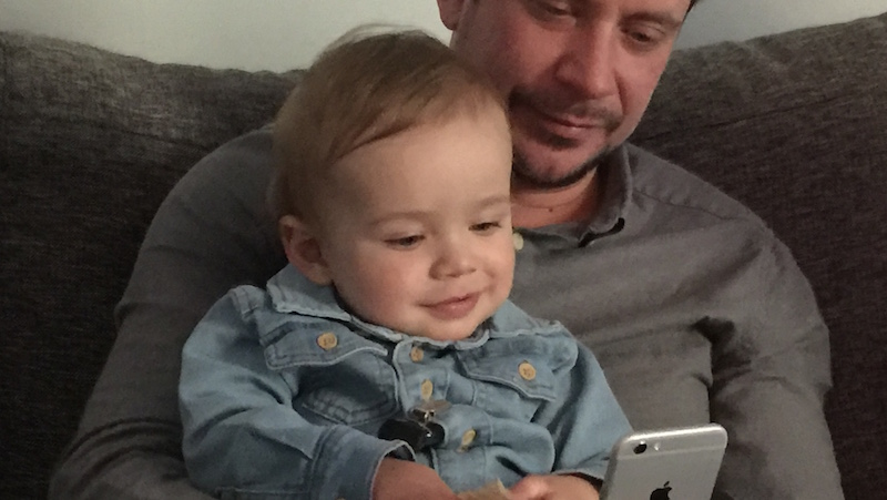 Baby med smartphone