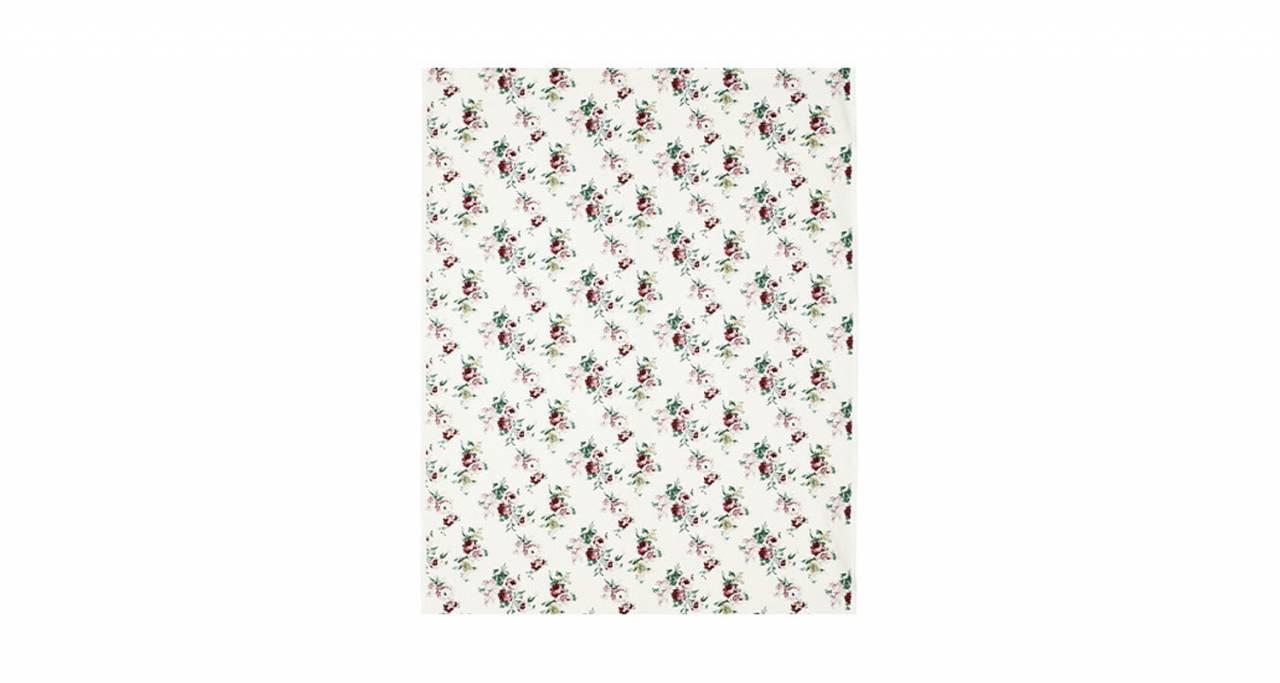 De flesta av Ikeas textiler har flicknamn och den här söta metervaran med rosor heter Emmie.