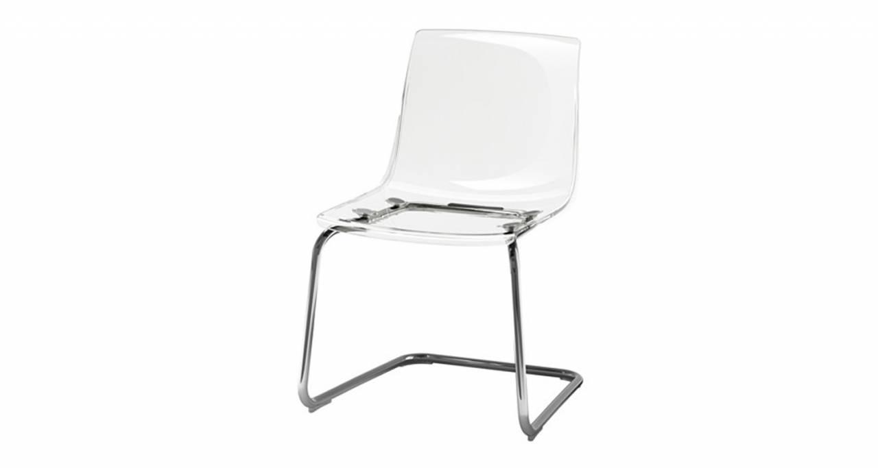 Ytterligare en stol med pojknamn som inspirerar amerikanerna är stolen Tobias, i genomskinlig plast med stålben